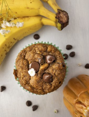 banana pumpkin spice chocolate chip muffin with bananas in the background