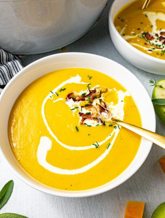 One Pot Butternut Squash Cheddar Apple Leek Soup with Crispy Bacon | Clean Eating, Healthy, Gluten-Free